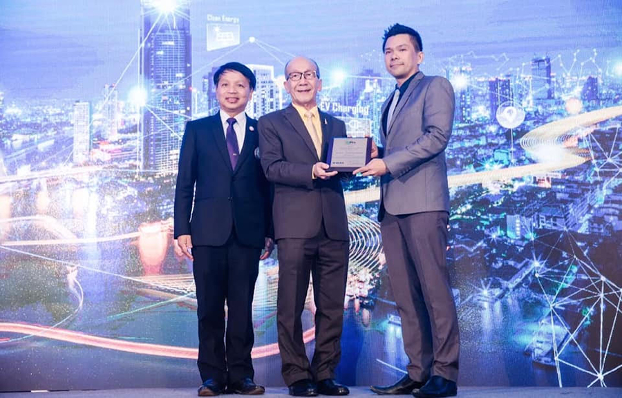 ผศ.ดร. สัญชัย เดชานุภาพฤทธา ผู้ที่ได้รับรางวัลIEEE PES Thailand Chapter Young Engineer Award 2018