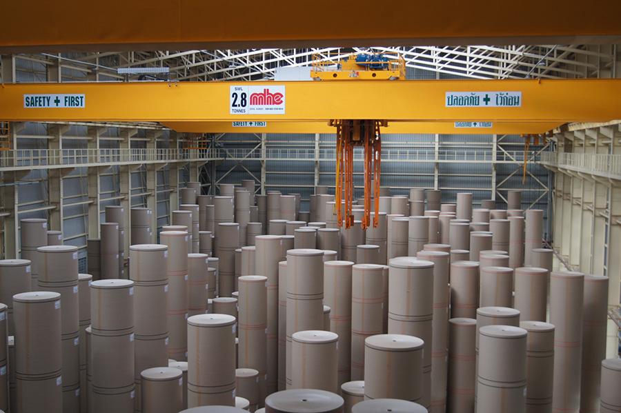 กระดาษรีไซเคิลม้วนใหญ่เตรียมส่งไปยังโรงงานแปรรูป